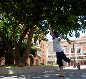 Āsanas de equilibrio II -Ashwathasana La postura del baniano (Ficus religiosa)-